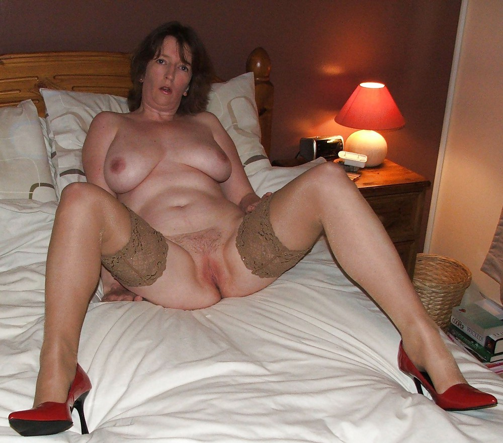 Amateur xxx milf housewife gallery