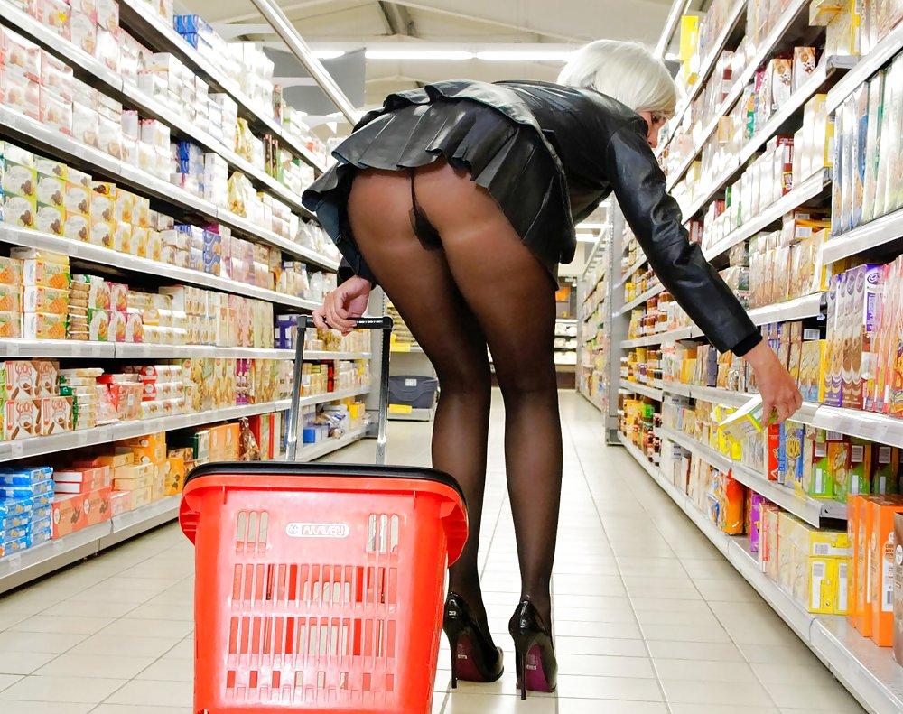 Без трусов в магазин эротика