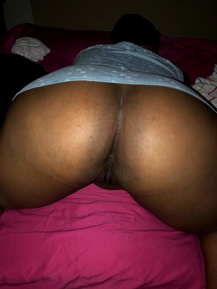 Pretty pussy smooth booty cutie