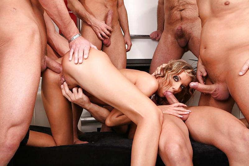 Пять мужиков в одну сучку, голые попы с тату