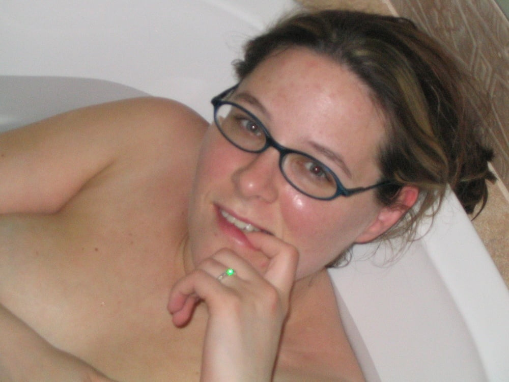 Amateur Pregnant Babe in the Bath - 15 Pics