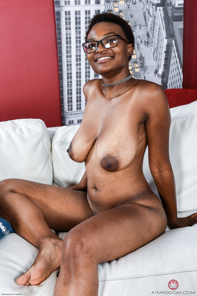 Black woman with saggy tits — photo 6