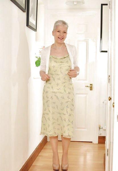 Older women mastabating-8269